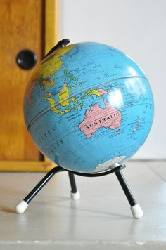 Le Vide Grenier d'une Parisienne : mappemonde Taride Vintage Globe, Map Globe, Cartography, Decoration, Objects, Mid Century, Around The Worlds, Cool Stuff, Compass
