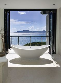 Sea view bathroom with cool contemporary-tropical style [Design: Lee H. Skolnick Architecture & Design Partnership]. If we did bathrooms at reroom uk this is how we'd do it