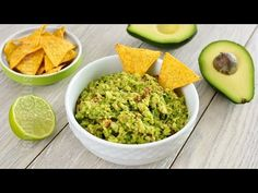 Guacamole / Sos mexican – reteta video via Guacamole, Avocado Hummus, Avocado Recipes, Vegan Recipes, Cooking Recipes, Mexican Food Recipes, Whole Food Recipes, Ethnic Recipes, Gourmet
