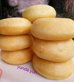 Resep Donut maizena By yunda yun oleh yunda yun - Cookpad Cookie Recipes For Kids, Donut Recipes, Snack Recipes, Dessert Recipes, Cooking Recipes, Snacks, Delicious Donuts, Yummy Food, Doughnut Muffins