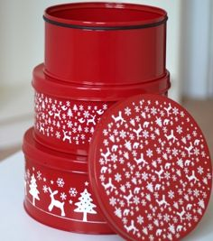 Driftliving : : Set of Heavy Christmas Cake Tins Red Cottage, Yule Log, Cake Tins, Cookie Jars, Decoupage, Red And White, Decorative Boxes, Tableware, Christmas Things