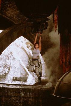 Still of Angelina Jolie in Lara Croft: Tomb Raider (2001)