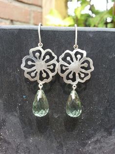 Earrings with prasiolith and flower. Idylliz