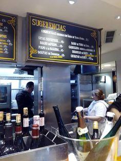 Situado al lado de la popular Plaza de Santa Marta, el Tragantúa ofrece una amplia barra y unas pocas mesas en la planta calle, además de un pequeño comedor en la bodega.