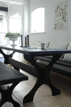 Musta pöytä - Sisustus Satiinin verkkokauppa