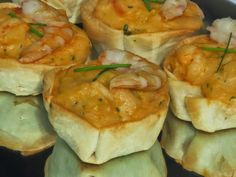 La Juani de Ana Sevilla: Pastelitos de gambas o langostinos Home Recipes, Cooking Recipes, Party Catering, Party Buffet, Empanadas, Canapes, Fresh Rolls, Finger Foods, Food Inspiration
