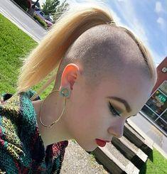 Short Hair Cuts Shaved, Shaved Nape, Short Bangs, Shaved Sides, Shaved Side Hairstyles, Casual Hairstyles, Undercut Hairstyles, Cool Hairstyles, Girl Mohawk