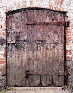 Puerta antigua antigua puerta de madera de una antigua for Puerta vieja madera