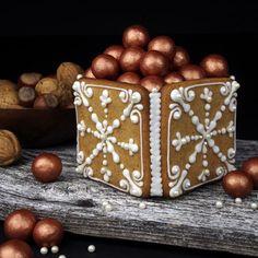 Pepperkakeboks - Borrow my eyes All Things Christmas, White Christmas, Christmas Crafts, Christmas Decorations, Xmas, Christmas Manger, Inspiring Things, Gingerbread Cookies, Gingerbread Houses