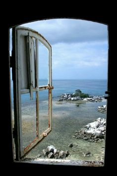 (notitle) - Windows or doors to ocean - Ansichten Looking Out The Window, Through The Looking Glass, Window View, Open Window, Cadaques Spain, Beautiful World, Beautiful Places, Cottages By The Sea, Beach Cottages