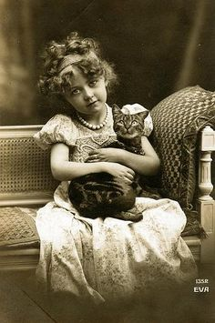 Sweet curls and darling vintage kitty love. Awwww! #vintage #child #cat #kitty #pet #portrait #cute