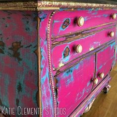 Calm understudied diy shabby chic home decor additional resources Funky Furniture, Distressed Furniture, Refurbished Furniture, Paint Furniture, Hand Painted Furniture, Shabby Chic Furniture, Furniture Projects, Rustic Furniture, Furniture Makeover