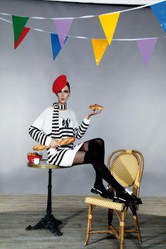 Le chic à la française avec une robe pull rayée motif bouledogue Ananke -  Collection automne - hiver 2016   A retrouver dans notre boutique New  Capucine à ... 02bd37b931a5