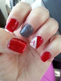 We all want beautiful but trendy nails, right? Here's a look at some beautiful nude nail art. Alabama Football Nails, Alabama Nail Art, Football Nail Designs, Football Nail Art, Ny Nails, Gelish Nails, Fall Nail Art Designs, Acrylic Nail Designs, Toe Designs