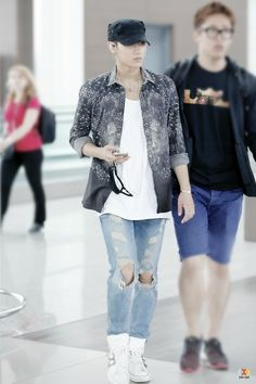 EXO Tao (Huang Zitao) @ Incheon Airport to Singapore Airport Style, Airport Fashion, Zi Tao, Exo Members, Incheon, Best Memes, Kdrama, Street Style, Kpop