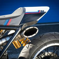 M power bike Bmw Cafe Racer, Cafe Racers, Cafe Bike, Cafe Racer Build, Cafe Racer Motorcycle, Motorcycle Paint, Bmw Scrambler, Cx500 Cafe, Cb550
