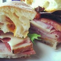 10 Best Savannah Lunch Spots: Loosen Your Belt and Feast on Sumptuous Sandwiches and Fried Chicken Galore