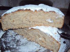 Συνταγή από i-rena.blogspot.gr    Υλικά:    – 3,5 κιλά περίπου αλεύρι για όλες τις χρήσεις  – 200 γρ μαγιά νωπή  – 900 γρ ζάχαρη  – 3 1/2 κ.γ κανέλα  – 1 1/2 κ.γ γαρύφαλο  – 4 κ.γ γλυκάνισο  – 1 1/2 κ.γ αλάτι  – 3 κούπες