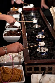 A Smores Bar! I would love to have this at a birthday party....but I wouldn't wanna her the marshmallows with gas, I'd want real fire... Wedding Ideas For Second Marriage, Dessert Ideas For Wedding, Fall Wedding Desserts, Winter Wedding Ideas, Indoor Fall Wedding, Winter Wedding Foods, Cheap Wedding Food, Candy Bar At Wedding, Sweet 16 Party Ideas For Girls Winter