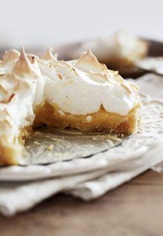 La tarte au citron est un des desserts préférés des français. Si vous recevez, vous savez donc quoi préparer en dessert pour satisfaire les convives...