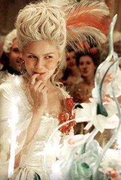 Los años pasan, pero la moda se queda ! #historia #moda #Paris @CVersailles @NatGeo @kirstendunst