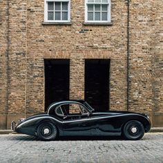 Throughout the early stages of the Jaguar XK-E, the lorry was supposedly planned to be marketed as a grand tourer. Changes were made and now, the Jaguar … New Sports Cars, British Sports Cars, Classic Sports Cars, Sport Cars, Classic Cars, Vintage Cars, Antique Cars, Retro Cars, Jaguar Xk120
