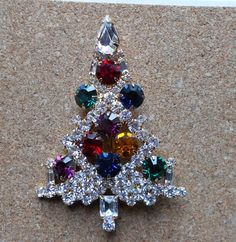 Lovely Vintage Christmas Rhinestone tree brooch-signed Eisenberg Ice - very good condition see pictures for details. Jewelry Christmas Tree, Jewelry Tree, Christmas Nativity, Retro Christmas, Christmas Trees, Vintage Costume Jewelry, Vintage Costumes, Vintage Jewelry, Pewter Color