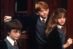 Harry potter hermione granger and ron weasley Harry Potter Tumblr, Harry Potter Hermione, Ron Weasley, Hermione Granger, Harry Potter Fan Theories, Harry Potter Parts, Harry Potter Locations, Potter Box, Harry Potter Pictures