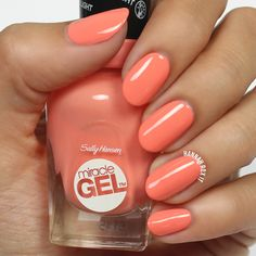 California dreamin' thanks to Hannah Rox It's coral mani. She brushed on Miracle Gel in the Malibu Peach shade + top coat from the no light gel system. Hot Nails, Hair And Nails, Sally Nails, Light Gels, Coral Nails, Gel Manicure, Nail Polishes, Sally Hansen, Nail File