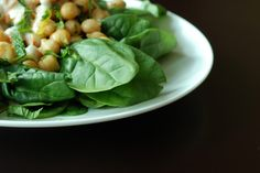 Salata de spanac cu hrean si sos bechamel