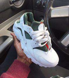 """Custom """"GUCCI"""" Nike Huaraches"""