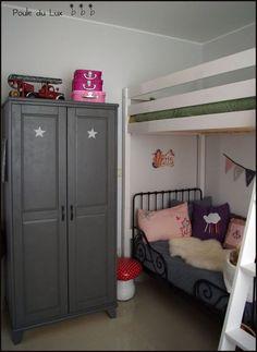 peindre un meuble en gris -sous-couche, 2 couches de peinture, vernis (vernis mat de V33. Une petite merveille à l'eau donc sans odeur et qui n'endommage pas la peinture