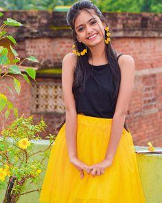 Beautiful Girl In India, Beautiful Girl Photo, Most Beautiful Indian Actress, Beautiful Eyes, Girls Dp Stylish, Cute Girls, Girl Pictures, Girl Photos, Stylish Photo Pose