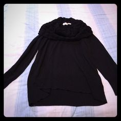Black sweater Like-new warm sweater (pullover). Large collar covers neck and shoulders very well. Has small belt loops. Would pair great with skinny jeans &  thin belt! No lowball offers please, thank you.  Sweaters Cowl & Turtlenecks