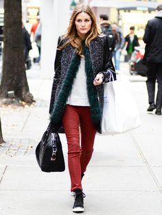 ショッピング中のオリヴィア・パレルモは、「ザラ」のコートにカラーファーをレイヤード。極寒のNYをモードにエンジョイ!