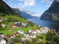 1. Undredal, en Noruega  http://www.mundo.com/cultura/conoce-8-encantadores-pueblos-escondidos-en-parajes-remotos/?utm_source=fb-paid&utm_medium=pc&utm_term=desktop&utm_content=6045960324746&utm_campaign=MundoES+-+PC+-+Mexico+-+Facebook
