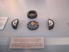 """Prototype de la fameuse rondelle de la chaine de """"T.V.FoxSports"""";une ligne bleuté se dessinait a l'écran pour suivre la rondelle. Puck Lights, Nhl, Light Up, Class Ring, Temple, How To Make, Canadian Horse, Fishing Line, Temples"""