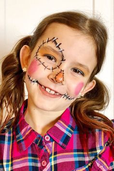 Scarecrows can be cute for girl costume ideas for Halloween! Scarecrow Face Paint, Halloween Makeup For Kids, Halloween Costumes Scarecrow, Scarecrow Makeup, Halloween Make Up, Kids Halloween Face Paint, Halloween Pumpkin Makeup, Pumpkin Face Paint, Pumpkin Painting