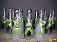 Decoração de garrafas para um casamento  www.facebook.com/kemeleventos