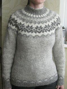 Ravelry: Project Gallery for Afmæli - anniversary sweater pattern by… Loom Knitting Patterns, Knitting Stitches, Free Knitting, Knitting Tutorials, Stitch Patterns, Punto Fair Isle, Icelandic Sweaters, Nordic Sweater, Fair Isle Pattern