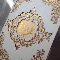 Convite com detalhes cortados em lases #convitedecasamento #weddinginvitation…