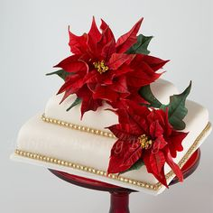 You have to see Christmas Poinsettia on Craftsy! - Looking for cake decorating project inspiration? Check out Christmas Poinsettia by member Bobbiesbaking. Christmas Cake Designs, Christmas Cake Decorations, Christmas Sweets, Holiday Cakes, Christmas Cakes, Christmas Wedding, Cake Decorating Courses, Cake Decorating Tutorials, Decorating Supplies