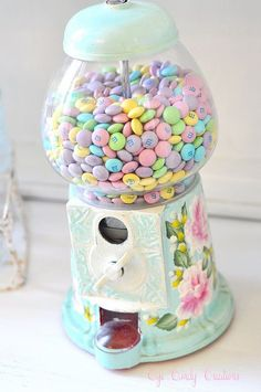 pastel m's into our candy dispenser. Inspiration (See How She makes over Vintage Gumball Machines into these lovelies) :) Deco Pastel, Pastel Candy, Pastel Decor, Pastel Colors, Colours, Colorful Candy, Pastel Palette, Soft Pastels, Pastel Yellow