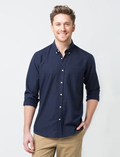 The Men's Smith Oxford Shirt in Navy is a classic statement shirt. It's a versatile uniform piece that suits a range of industries from hospitality, retail to casual corporate settings. Blue Oxford Shirt, Navy Blue Shirts, Smart Casual Office, Mens Work Shirts, Corporate Uniforms, Casual Outfits, Men Casual, Shirt Outfit, Long Sleeve Shirts