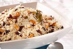 Διαδικασία Ζεσταίνουμε τη 1 κουταλιά λάδι και το βούτυρο σε μια μεγάλη κατσαρόλα σε μέτρια φωτιά, προσθέτουμε το ρύζι, το κρεμμύδι και λίγο αλατοπίπερο και... Greek Recipes, Rice Recipes, Recipies, The Kitchen Food Network, Greek Cooking, Pasta, Deli, Fried Rice, Food Network Recipes