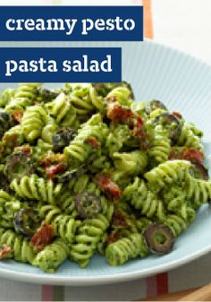 Taste the Mediterranean with our Creamy Pesto Pasta Salad! Black olives and sun-dried tomatoes highlight this easy-to-make scrumptious pesto pasta salad. Creamy Pesto Pasta, Basil Pesto Sauce, Pesto Pasta Salad, Pasta Salad Recipes, Tomato Salad, Spinach Salad, Kraft Foods, Kraft Recipes, Pastas Recipes