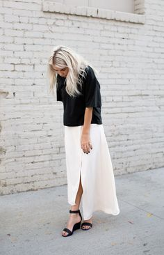 Black shirt and light maxi skirt What To Wear Today, How To Wear, Minimal Chic, Fashion Killa, Minimalist Fashion, Passion For Fashion, Style Guides, Spring Fashion, Fall Outfits