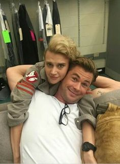 Kate McKinnon as Holtzman and Chris Hemsworth as Kevin