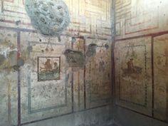 Riaperti gli affreschi erotici del piccolo Lupanare