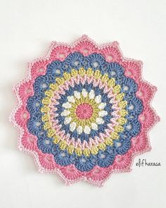 Hayırlı cumalar 🌸🌸🌸 You are in the right place about Crochet handbags Here we offer you the most beautiful pictures about the Crochet monederos you. Love Crochet, Beautiful Crochet, Diy Crochet, Crochet Doilies, Crochet Stitches, Crochet Mandala Pattern, Crochet Squares, Crochet Mandela, Knitting Patterns